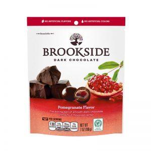 כדורי שוקולד מריר ממלואים בטעם רימון Brookside
